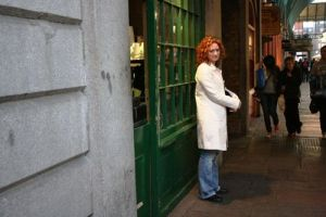 Wendy waits for falafel @ covent garden 032009 LR