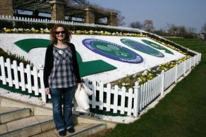 Wendy on henman hill 032109 LR