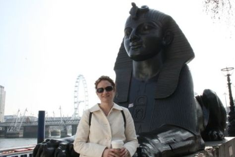 Wendy & the sphinx on the thames 032009 LR