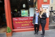 Taylor and Wendy in front of Elephant House Edinburgh